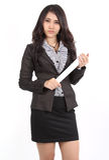 Frau, die Papier anhält Lizenzfreies Stockbild