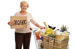 Frau, die Pappzeichen hält, das organisches sagt Lizenzfreie Stockbilder