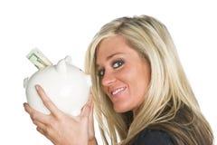Frau, die Piggy Querneigung anhält Lizenzfreies Stockbild