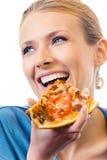 Frau, die Pizza, über Weiß isst Stockfotografie
