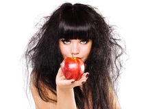 Frau, die roten Apfel anhält Stockfotografie