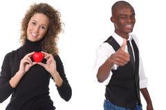 Frau, die rotes Inneres anhalten und Mann mit dem Daumen oben stockfotos