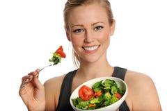 Frau, die Salat isst Lizenzfreie Stockfotografie