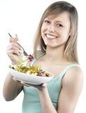 Frau, die Salat isst Stockfotos