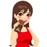 Frau, die Schokoriegel isst vektor abbildung