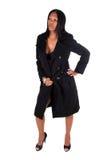 Frau, die schwarzen Mantel trägt. stockfotos