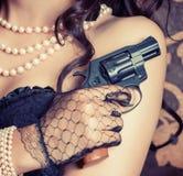 Frau, die schwarzes Korsett trägt lizenzfreies stockfoto