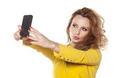 Frau, die selfie macht Lizenzfreie Stockbilder