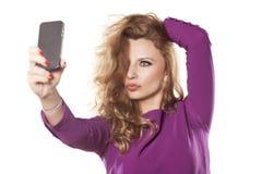 Frau, die selfie macht Lizenzfreies Stockfoto