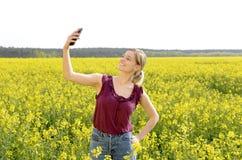 Frau, die selfie nimmt Stockbild