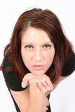 Frau, die Sie ein Kuss durchbrennt Lizenzfreie Stockbilder