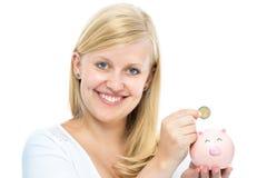 Frau, die Sparschwein hält Stockbilder