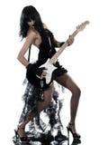Frau, die Spieler der elektrischen Gitarre spielt Stockfotografie