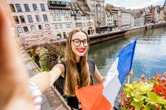 Frau, die in Straßburg-Stadt, Frankreich reist Lizenzfreie Stockbilder