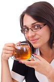 Frau, die Tasse Tee isst Stockfotos