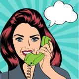 Frau, die am Telefon, Pop-Arten-Illustration plaudert Lizenzfreie Stockfotos