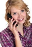 Frau, die am Telefon spricht Stockbild