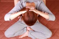 Frau, die thailändische Massage erhält Stockbild