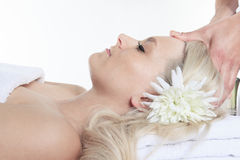 Frau, die Therapiemassage hat Lizenzfreie Stockfotos