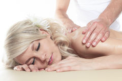Frau, die Therapiemassage hat Stockbilder