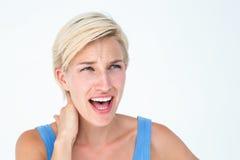 Frau, die unter Nackenschmerzen schreit und leidet Stockfotografie