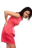 Frau, die unter Rückenschmerzrückenschmerzen leidet Stockbilder