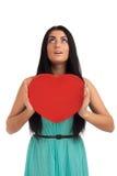 Frau, die Valentinsgruß-Tagesinnerzeichen anhält Stockfotografie