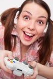 Frau, die Videospiel spielt Lizenzfreies Stockbild