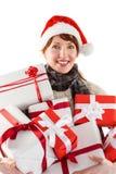 Frau, die viele Geschenke hält Lizenzfreie Stockbilder