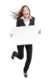 Frau, die weißes Zeichen - lustig und Energie anhält Lizenzfreies Stockfoto
