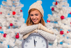Frau, die Weihnachten feiert Lizenzfreies Stockfoto