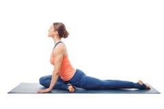 Frau, die Yoga asana Eka-pada kapotasana tut Stockfotos