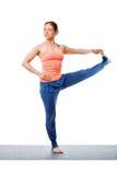 Frau, die Yoga Ashtanga Vinyasa asana Utthita-hasta padangustasana tut Lizenzfreie Stockfotos