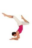 Frau, die Yoga tut Stockfotografie