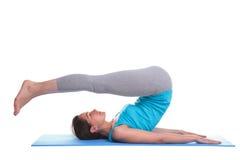 Frau, die Yoga tut Lizenzfreie Stockfotografie