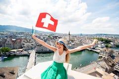 Frau, die in Zürich-Stadt reist Stockfotos