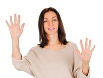 Frau, die zehn Finger zeigt Stockfotos