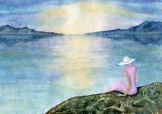 Frau durch das Meer lizenzfreie stockbilder