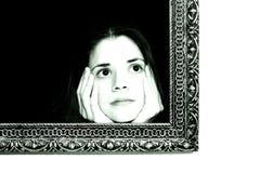 Frau in einem Anstrichfeld Lizenzfreies Stockfoto