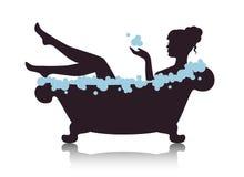 Frau in einem Bad mit Schaum Stockbild