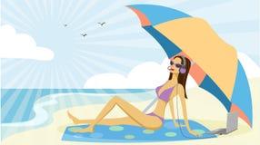 Frau in einem Bikini mit Kopfhörer Stockfotografie