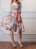 Frau in einem Designerkleid Stockbild