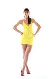 Frau in einem gelben Kleid Lizenzfreies Stockbild