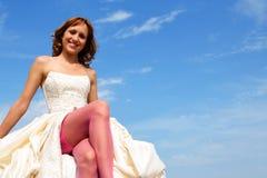 Frau in einem Hochzeitskleid Stockfoto