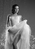 Frau in einem Kleid die Braut lizenzfreie stockfotos