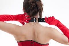 Frau in einem Kragen Stockfoto