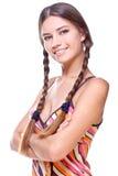 Frau in einem mehrfarbigen Hemd Lizenzfreie Stockbilder