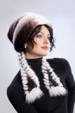 Frau in einem Pelz-Hut Lizenzfreie Stockfotos