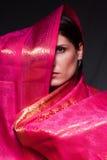 Frau in einem Sarikleid lizenzfreie stockfotos