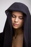 Frau in einem Schwarzen Stockfotos